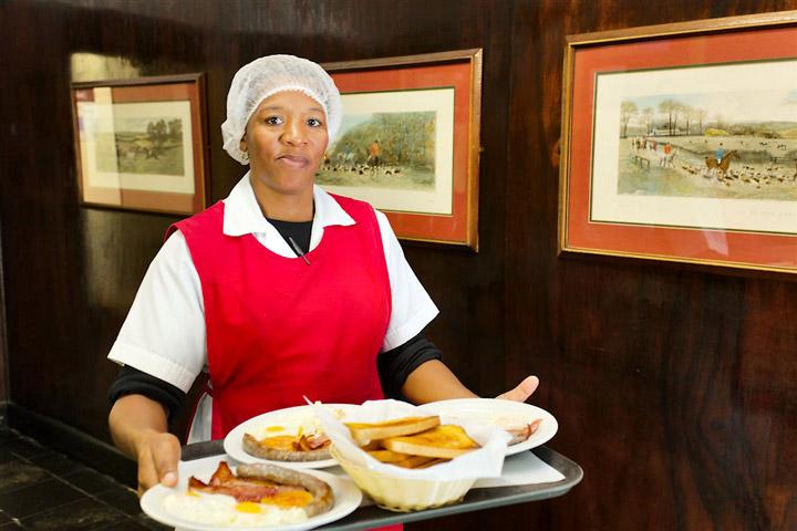 Enjoy an English Breakfast at Hunters Retreat Hotel